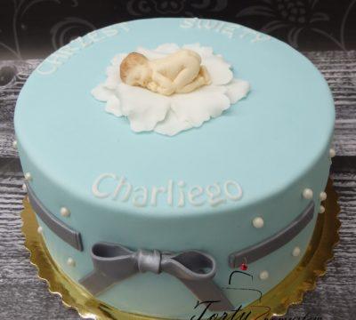niebieski tort na chrzest z dzidziusiem dla Charliego