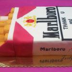 tort paczka papierosów Marlboro