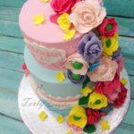 kolorowy tort z kwiatami
