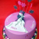 różowy tort z misiem