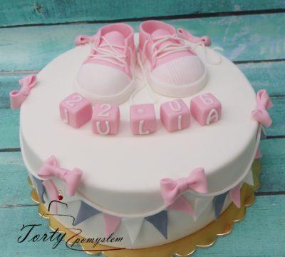 tort z różowymi trampkami na chrzest