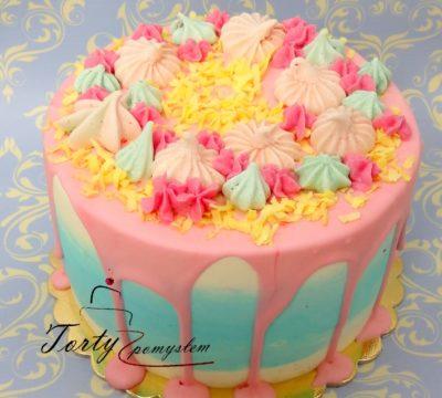 tort z różową polewą i bezikami