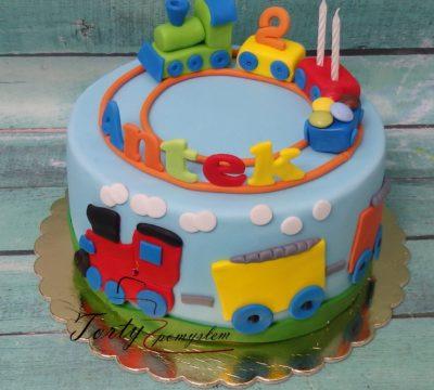 tort z kolorowym pociągiem dla Antka