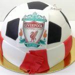 tort piłka z szalikiem liverpool